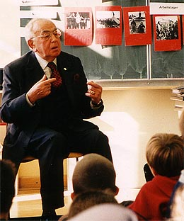 Leon Zelman with young students