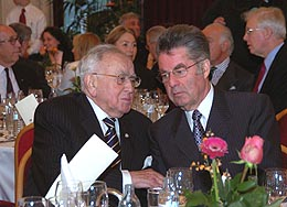 Leon Zelman in conversation with Austrian Federal President Heinz Fischer