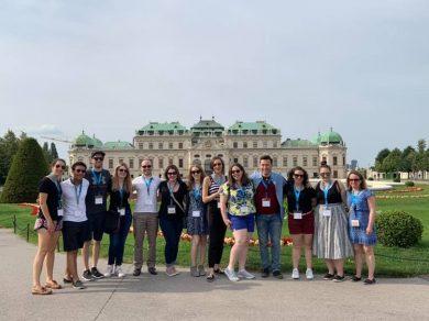 Besuchsprogramm für Young Professionals aus Toronto 2019, Gruppenfoto vor Schloss Belvedere